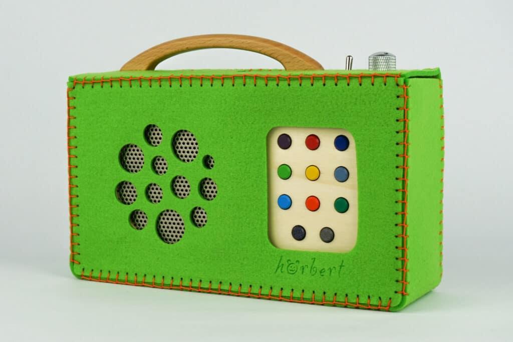 Eine schützende grüne Filztasche für hörbert