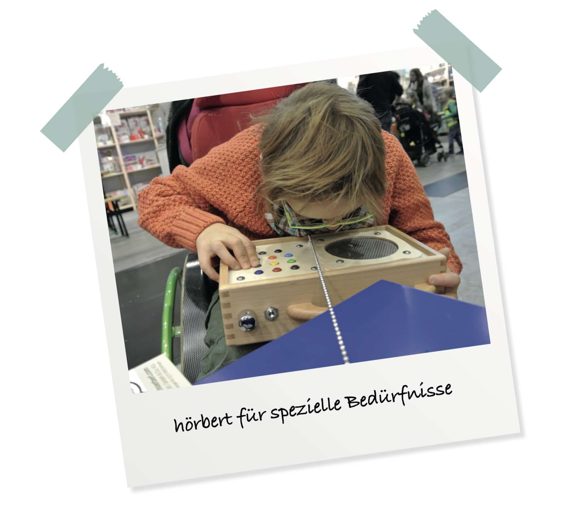 Behindertes Kind mit hörbert