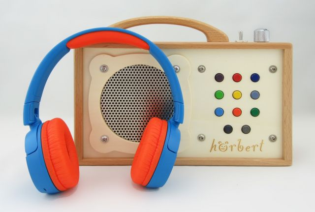 "Children's ""radio"" with headphones"